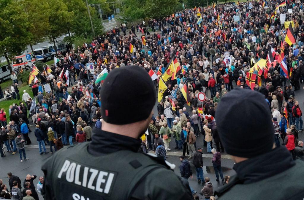 Die Polizei sieht sich am Tag der Deutschen Einheit viel rechtem Gedankengut ausgesetzt. Foto: dpa-Zentralbild