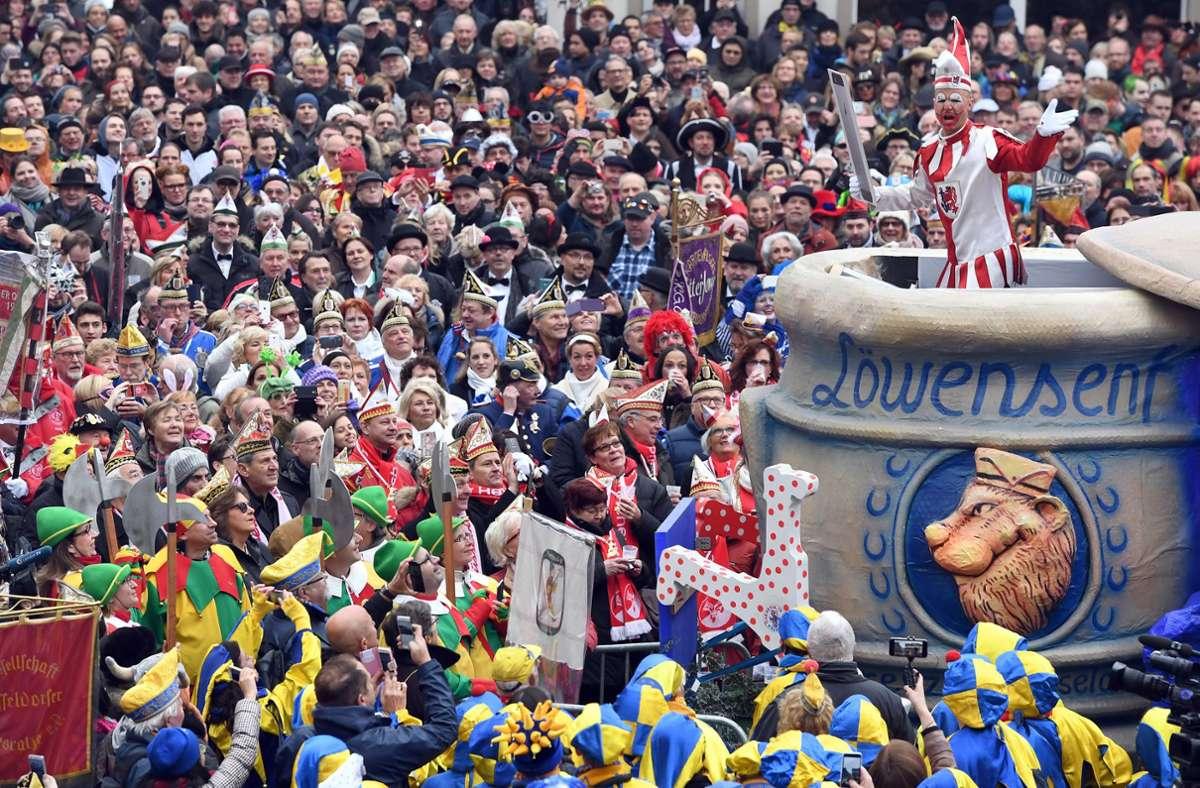 Il n'y aura pas de photos comme celle-ci du carnaval de rue en Rhénanie du Nord-Westphalie cette saison.  Photo: dpa / Federico Gambarini