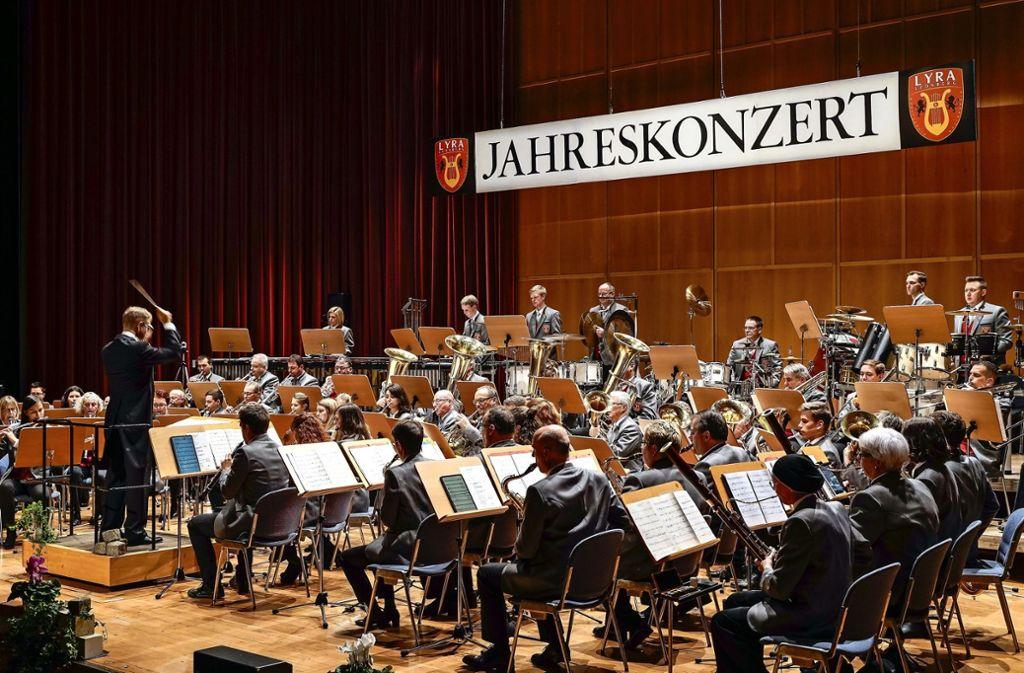 Beim  seinem ersten  Jahreskonzert  beweist der fusionierte Musikverein  Lyra Leonberg ein hohes musikalisches Können Foto: factum/Jürgen Bach