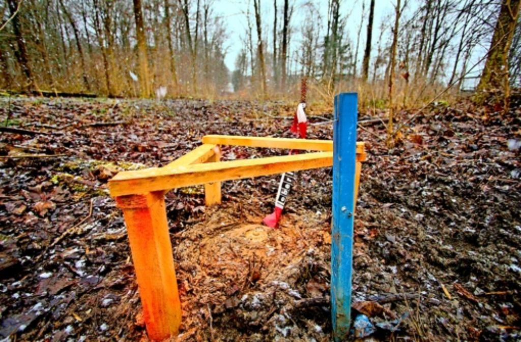 Unweit des Thermalbads werden Messungen vorgenommen. Foto: factum/Granville