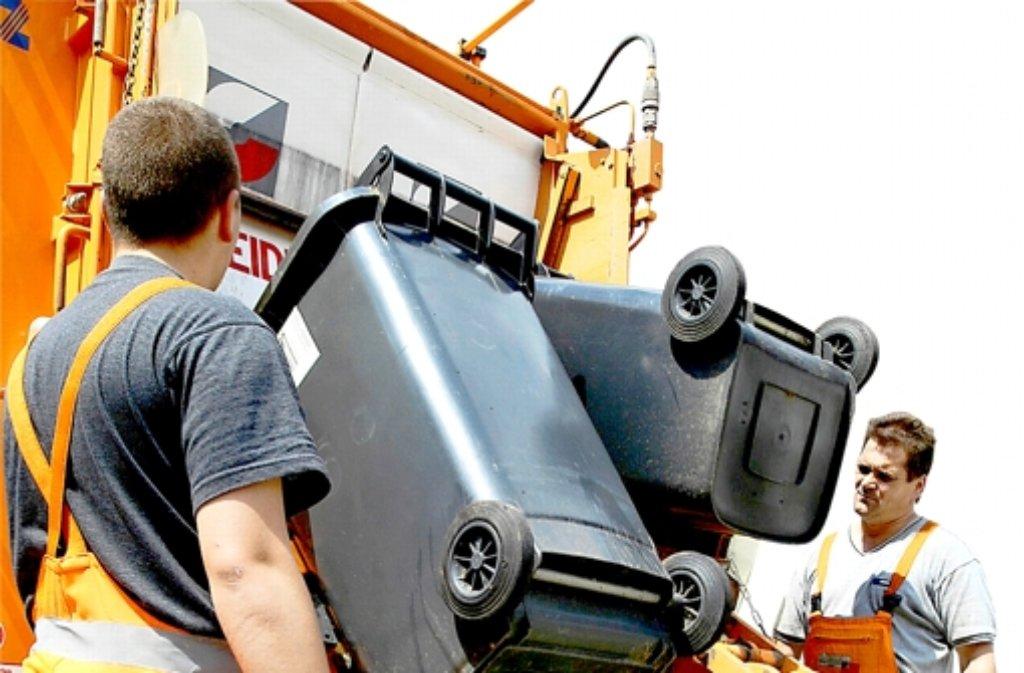 Die Müllabfuhr im Kreis Böblingen wird teuer. Foto: AP