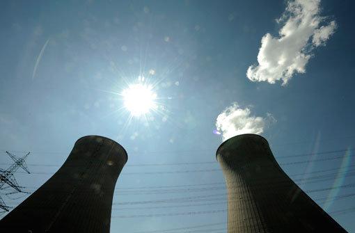 Atomgegner auf AKW-Kühlturm