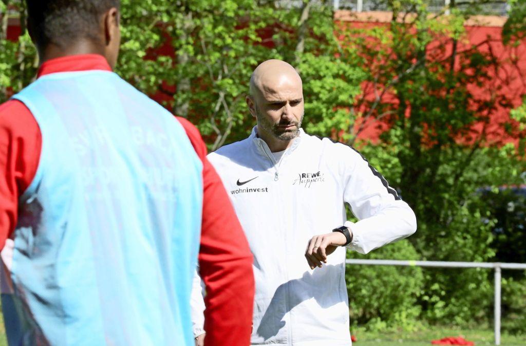 Der SVF-Trainer Giuseppe Greco kennt den Gegner ausgesprochen gut. Foto: Patricia Sigerist