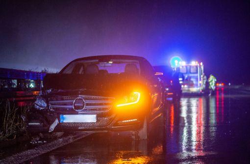 Mercedes kollidiert mit VW-Bus
