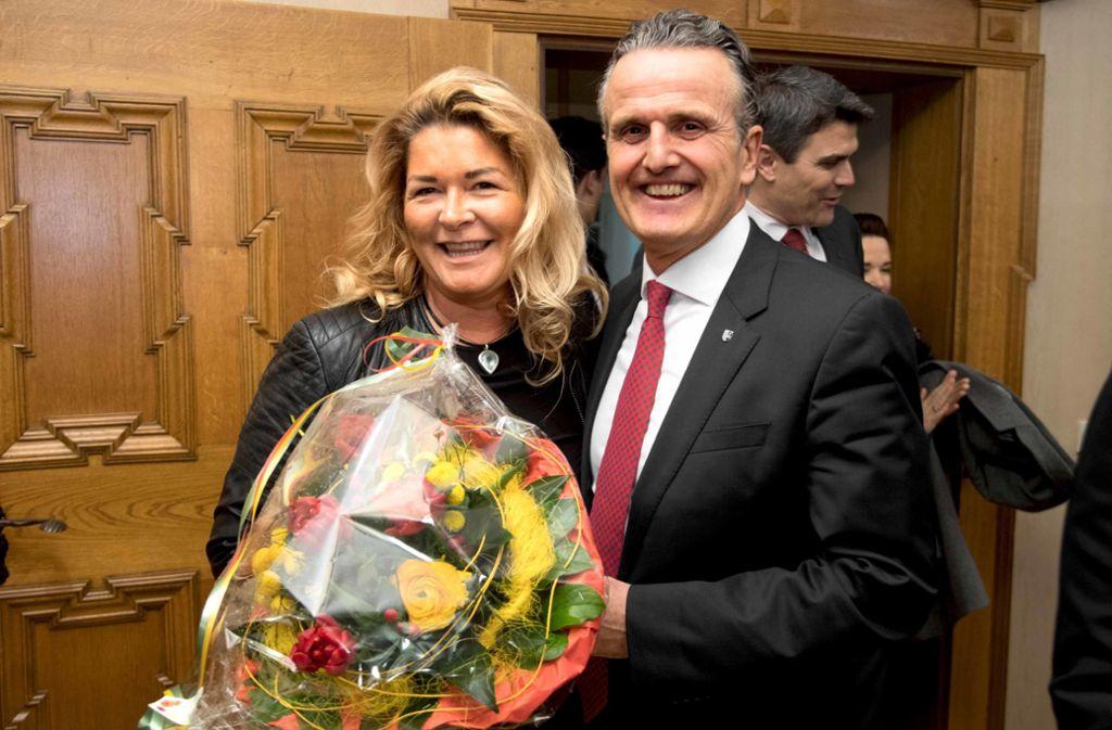 Frank Nopper mit seiner Frau Gudrun Weichselgartner-Nopper nach der Wiederwahl zum Backnanger Bürgermeister 2018 Foto: Martin Stollberg