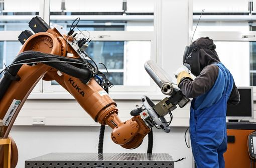 Der Roboter muss noch Manieren lernen
