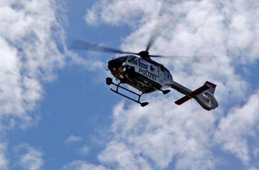 Tankstellenüberfall – Polizei sucht mit Hubschrauber nach Täter