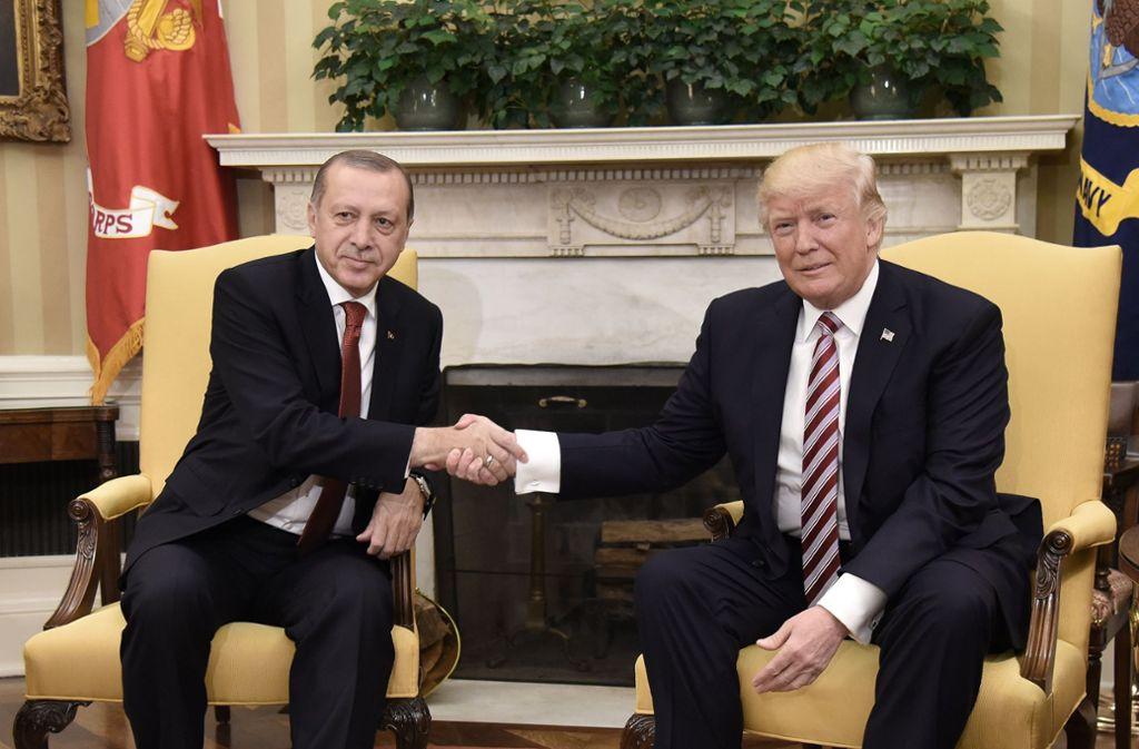 """Der türkische Präsident Recep Tayyip Erdogan ist derzeit zu Besuch in Washington. Der US-Präsident bezeichnete seinen Kollegen als """"geschätzten Freund"""". Foto: AFP/OLIVIER DOULIERY"""