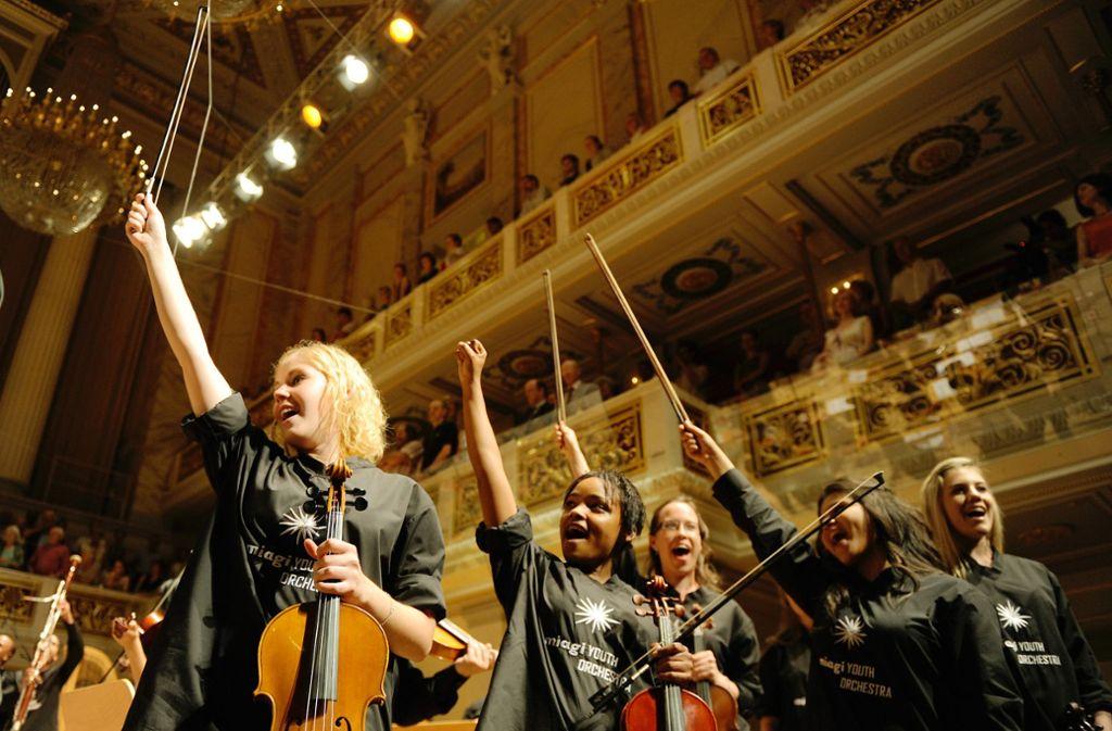 Das Jugendorchester Miagi will  nicht nur schwarze und weiße Musiker, sondern auch afrikanische und europäische Musik zusammenbringen. Foto: Mutesouvenir/Kai Bienert