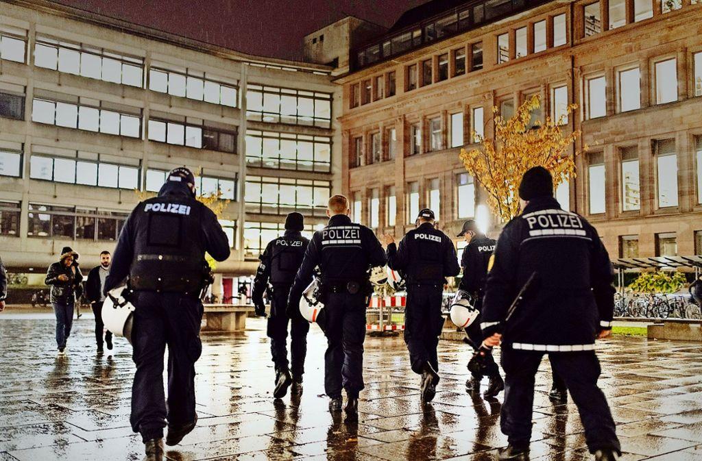 Erhöhtes Polizeiaufkommen im Innenhof der Universität in Freinburg – das soll so bleiben. Erst recht seit der Gruppenvergewaltigung Ende Oktober. Foto: dpa