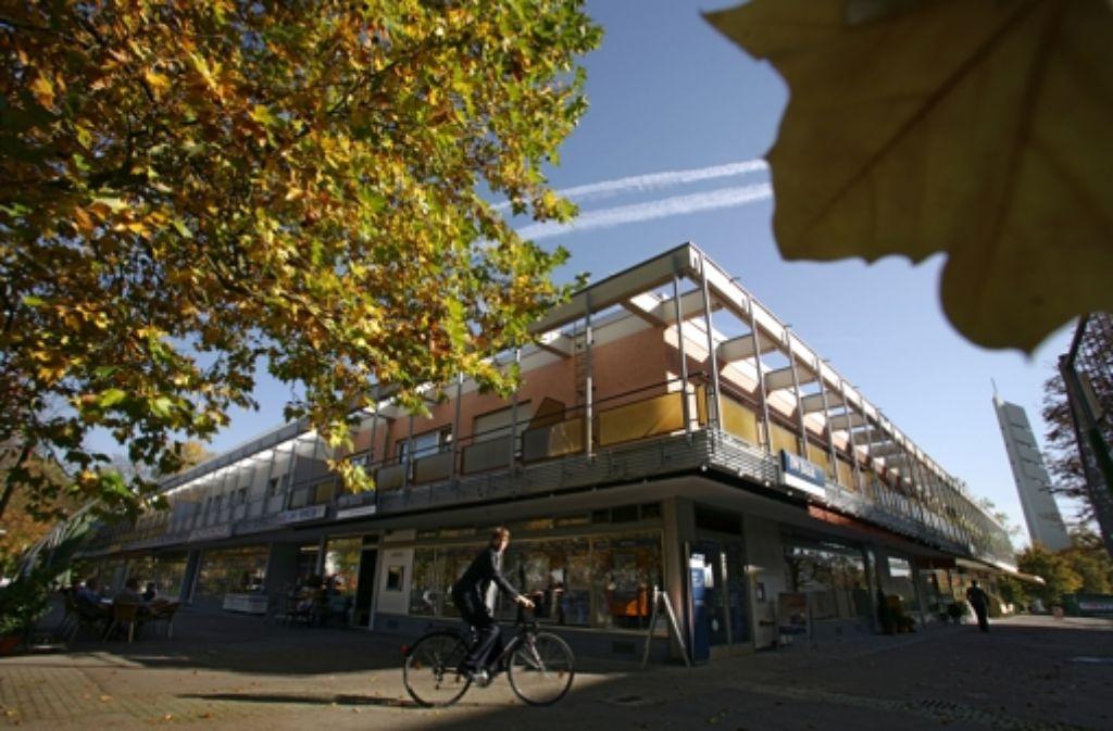 Der Platz vor dem Ladenzentrum Mönchfeld ist umgestaltet worden. Foto: Archiv Michael Steinert
