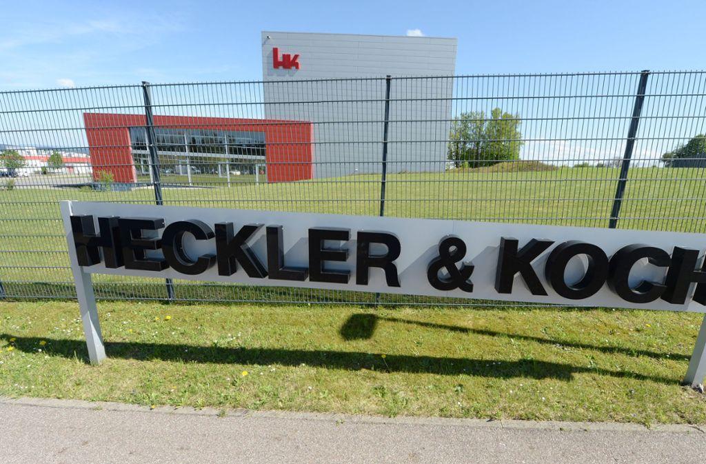 Die Aktivisten haben sich die Firmenzentrale von Heckler & Koch als Startpunkt ausgesucht. Foto: dpa