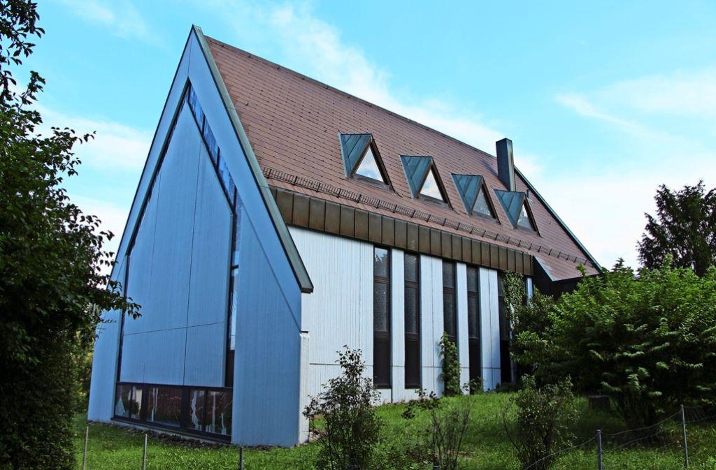 Seit Januar 2011 steht die Neuapostolische Kirche in Birkach leer. Schon früh hat sich das Cusanus-Haus interessiert gezeigt, doch die Verhandlungen waren zäh. Foto: Blohmer