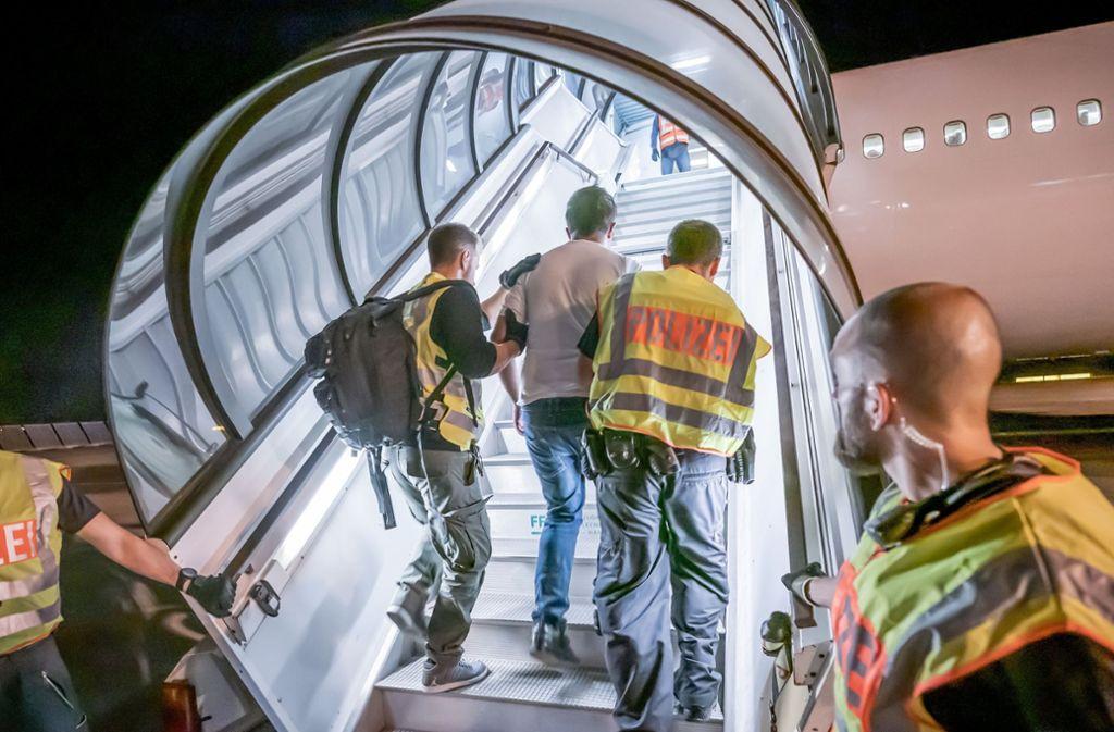 Im Jahr 2019 sind etwa 22.000 Menschen aus Deutschland abgeschoben worden. Foto: dpa/Michael Kappeler