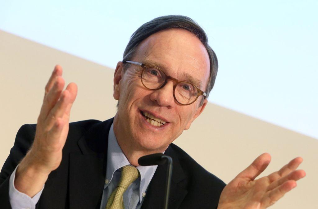 Matthias Wissmann, der Präsident des Verbandes der Automobilindustrie VDA sieht die Subventionierung beim Kauf von Elektroautos lediglich als Starthilfe. Foto: dpa