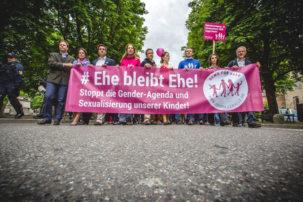 Am Sonntag wurde in Stuttgart gegen die grün-rote Politik in Fragen der sexuellen Vielfalt demonstriert. Foto: www.7aktuell.de | Robert Dyhringer