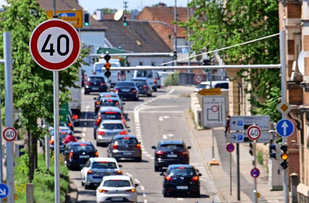 Tempo 40 git bislang nur auf wenigen Metern in der Friedrichstraße in Ludwigsburg – das dürfte schon bald ändern. Das Bild entstand in Sommer 2019. Foto: factum/Andreas Weise