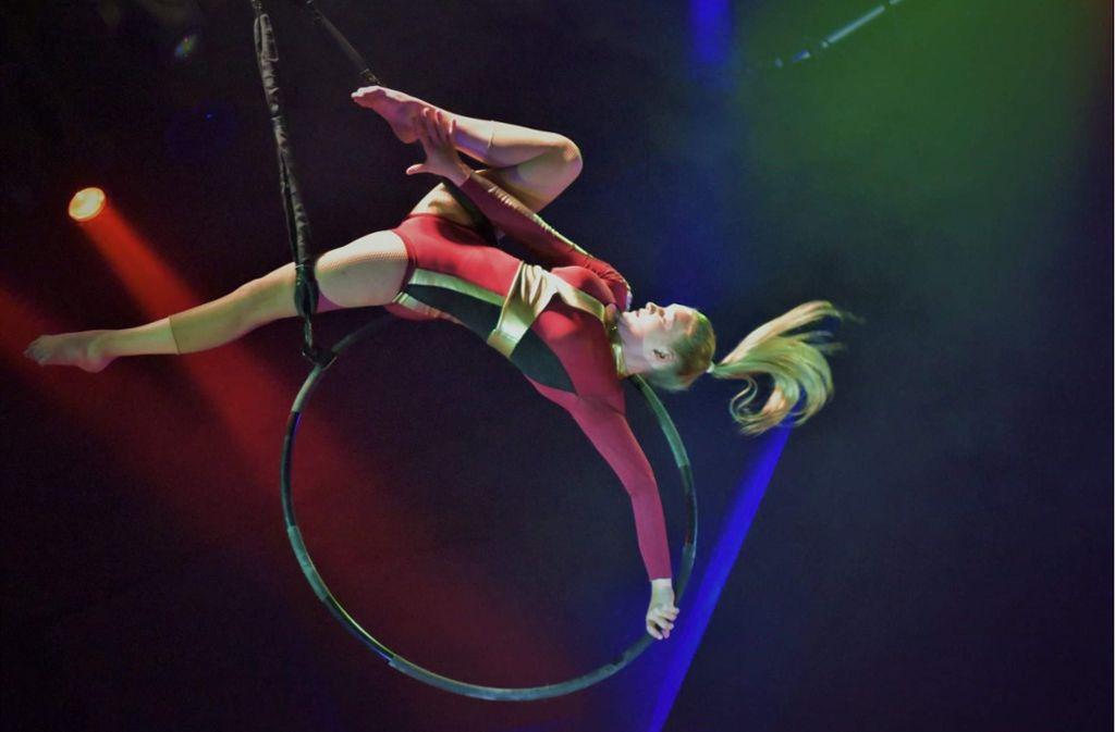 Die junge Artistin Jenny Isabel Golbs am Luftring. Foto: Martin Vogt