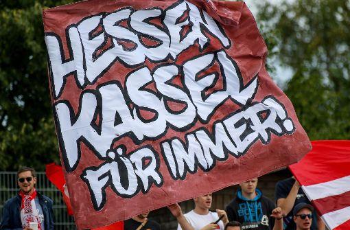 Fans von Hessen Kassel singen für Sponsoren