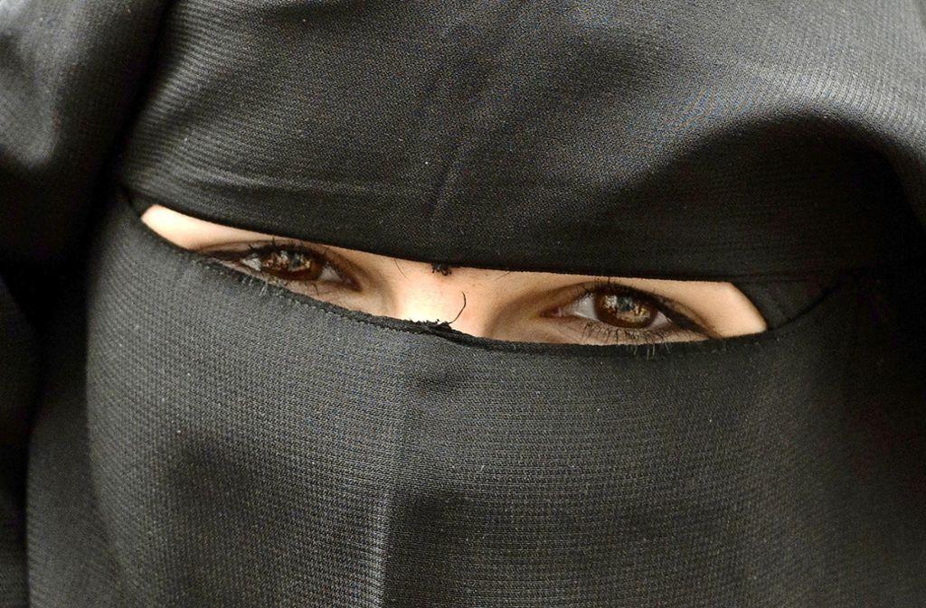 Der Niqab ist ein Schleier, der das  Gesicht vollständig bedeckt  und  nur die Augen freilässt. Foto: dpa