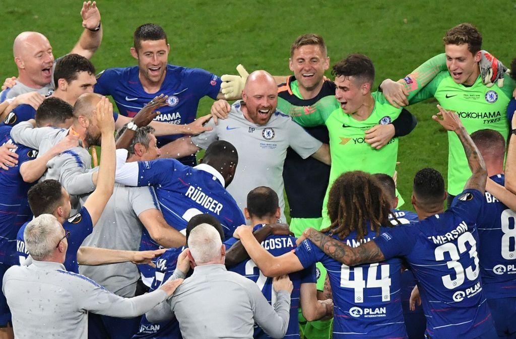 Die Blues feiern nach dem Sieg gegen Arsenal den Gewinn der Europa League. Foto: AFP