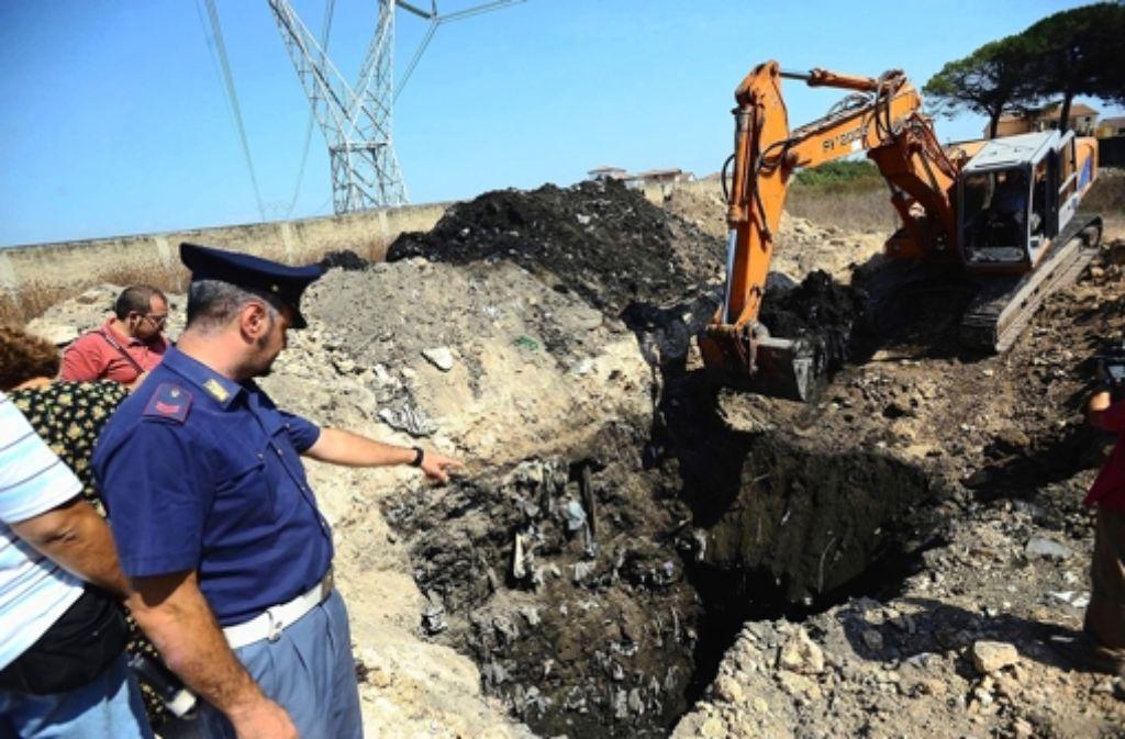 In diesem Boden bei Casal di Principe hat die Polizei Giftmüll entdeckt. Foto: