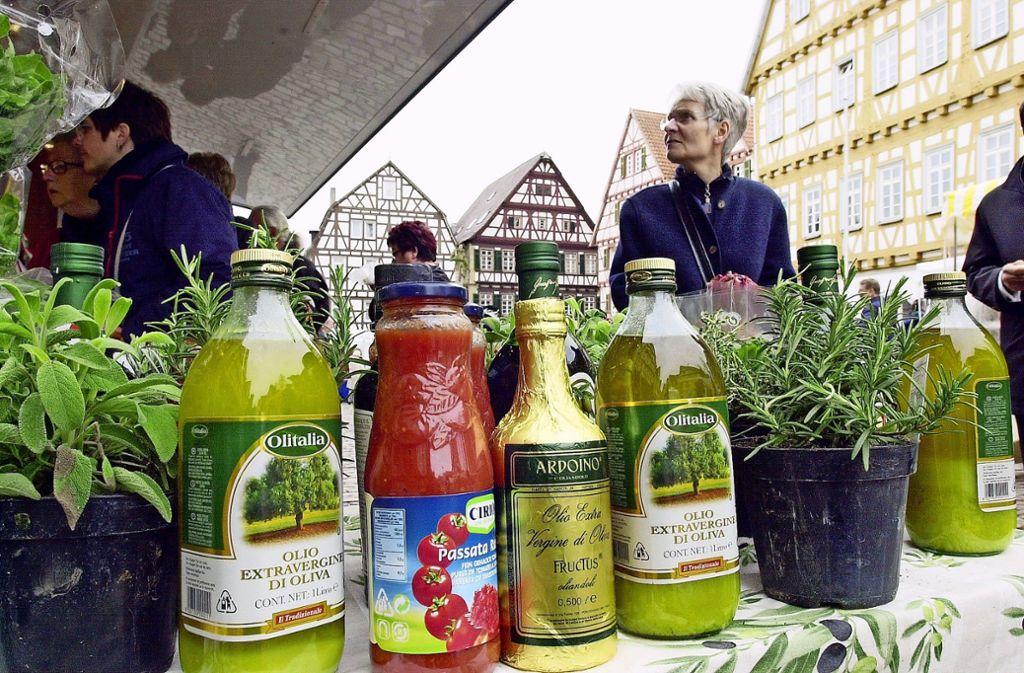 """Als  """"Markt der Genüsse"""" wurde der Freitagsmarkt   als ein willkommenes zusätzliches Angebot für eine attraktive     Altstadt  begrüßt. Foto: LKZ/Archiv"""