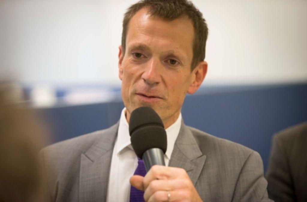 Alexander Kotz, hier bei der Debatte im Newsroom der Stuttgarter Zeitung, holte bei der Gemeinderatswahl die meisten Stimmen. Alle Kandidaten des neuen Gemeinderats im Überblick sehen Sie in der Fotostrecke. Foto: Michael Steinert