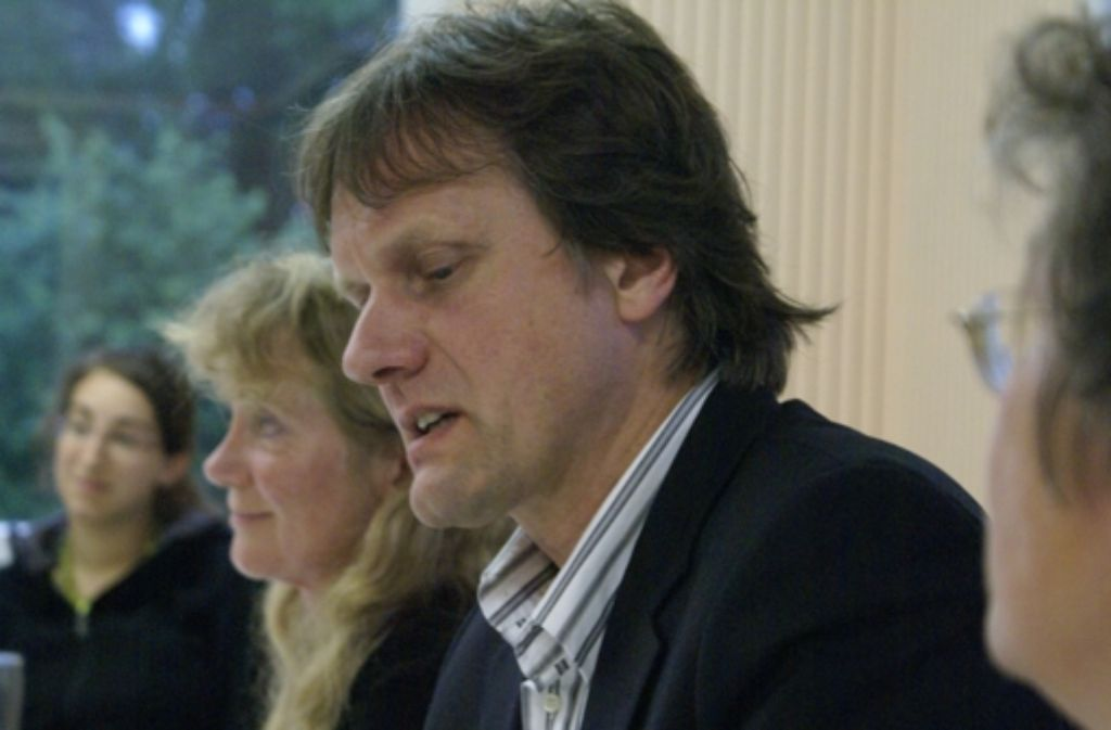 Streiten für die Rekommunalisierung: Barbara Kern und Jens Loewe. Foto: Warth