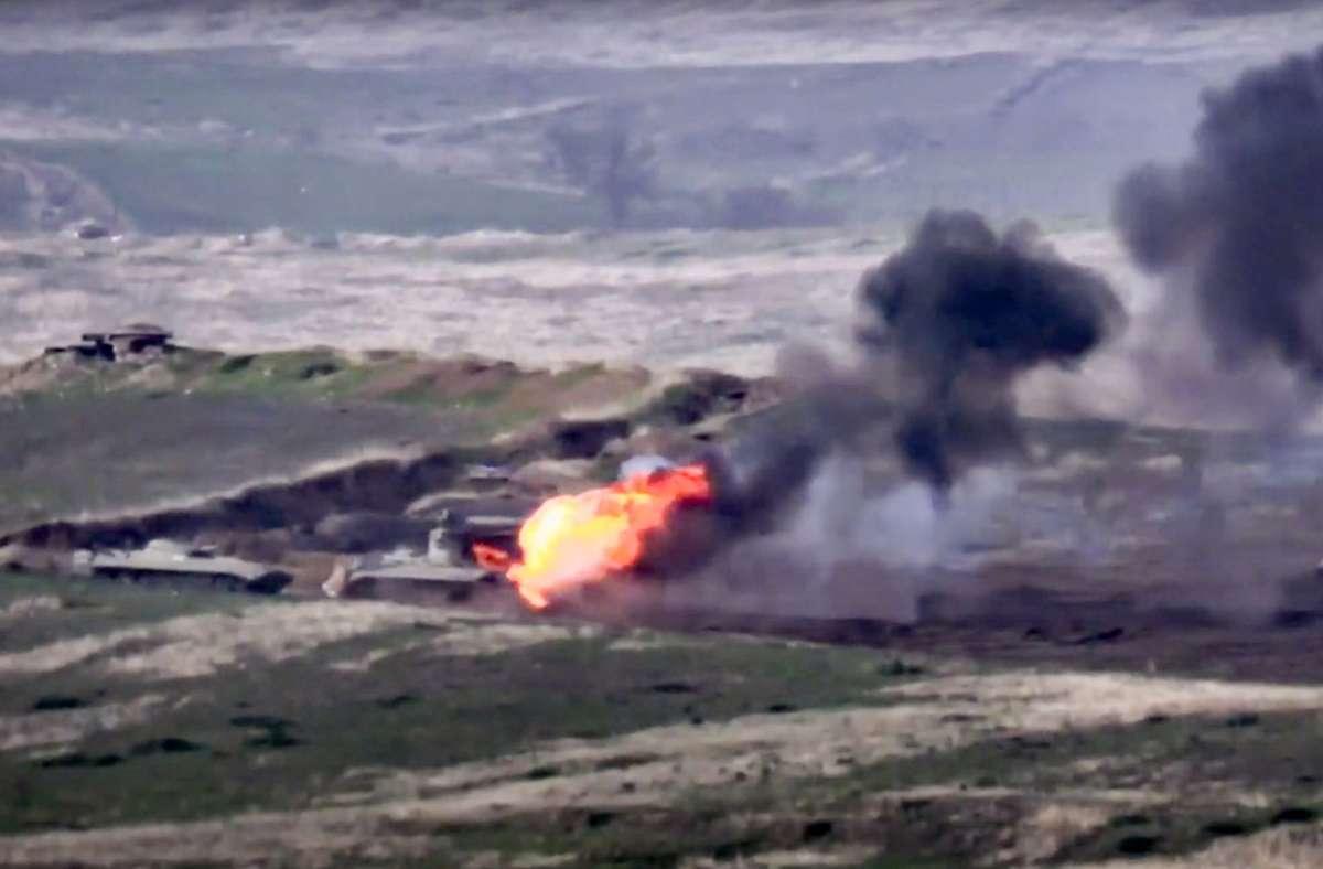 Die Kämpfe in Berg-Karabach vertreiben die Bevölkerung. (Archivbild) Foto: dpa/Uncredited