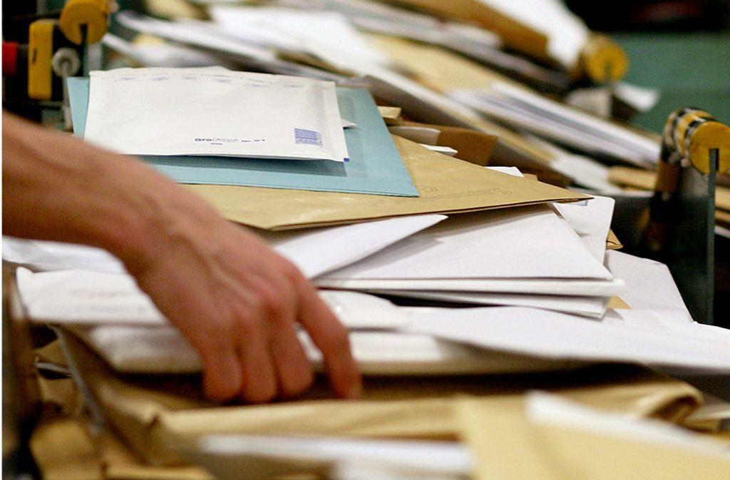 Der erste Brief, der der Polizei bekannt ist, wurde im April verschickt (Symbolbild). Foto: dpa//Felix Heyder