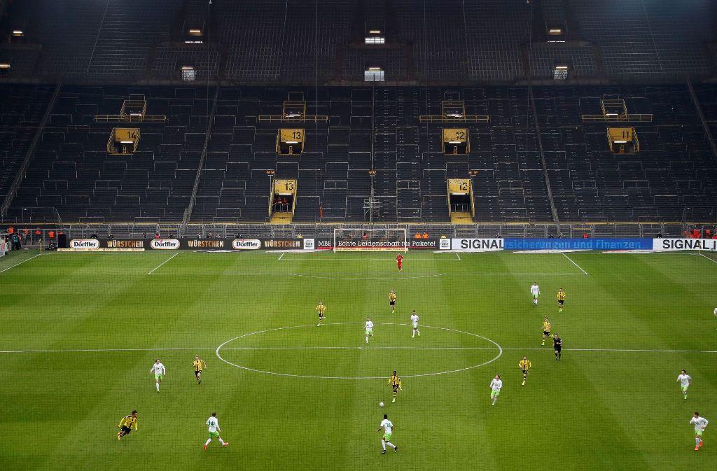 Das Team von Trainer Thomas Tuchel kam am Samstag zu einem beeindruckenden 3:0 (1:0) über den VfL Wolfsburg. Foto: Rex Features