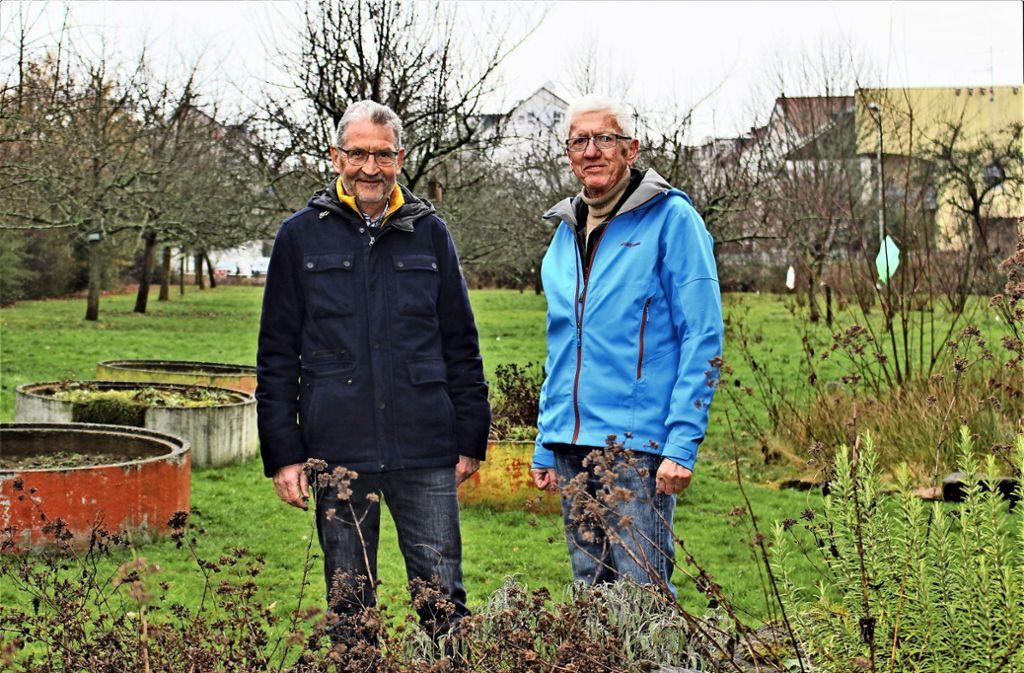 Sie kämpfen für den Schulgarten des Geschwister-Scholl-Gymnasiums: Peter Haas und Rainer Knust (von links). Foto: Caroline Holowiecki