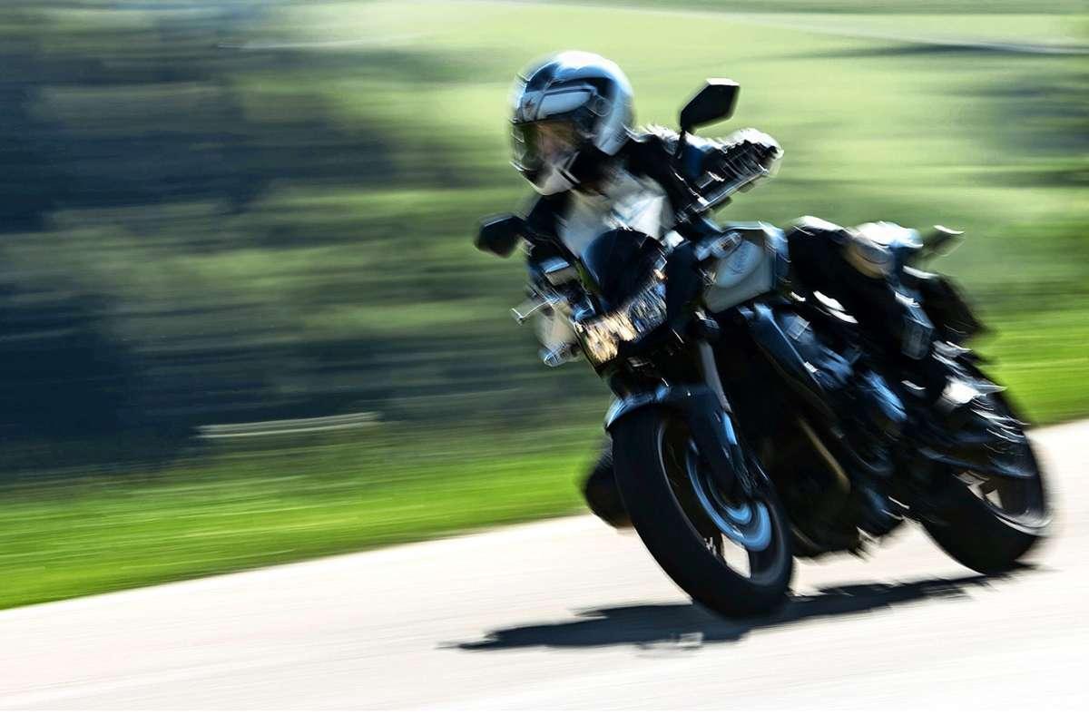 Manch ein Motorradfahrer legt wert auf Dezibel. Zum Leidwesen der Anwohner. Foto: dpa/Patrick Seeger