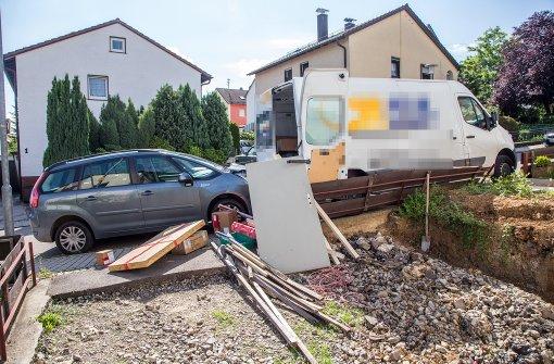 Paketbote von eigenem Wagen überrollt
