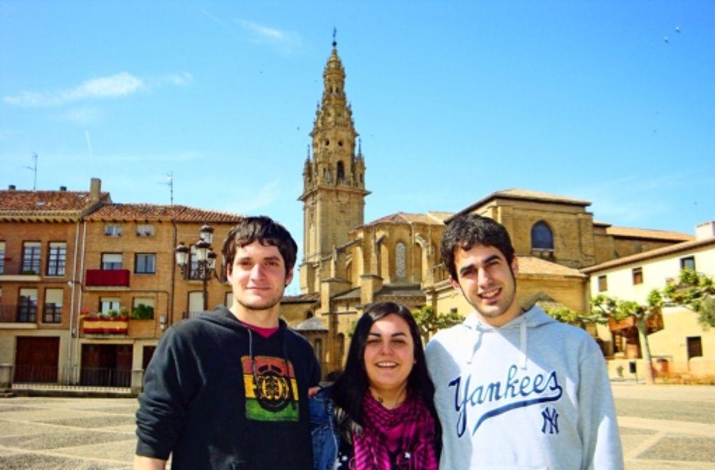 Miguel Ángel Pascual Puras, Sara Fernández García und   Rubén Barrio Arrea (von links) daheim in Spanien Foto: privat
