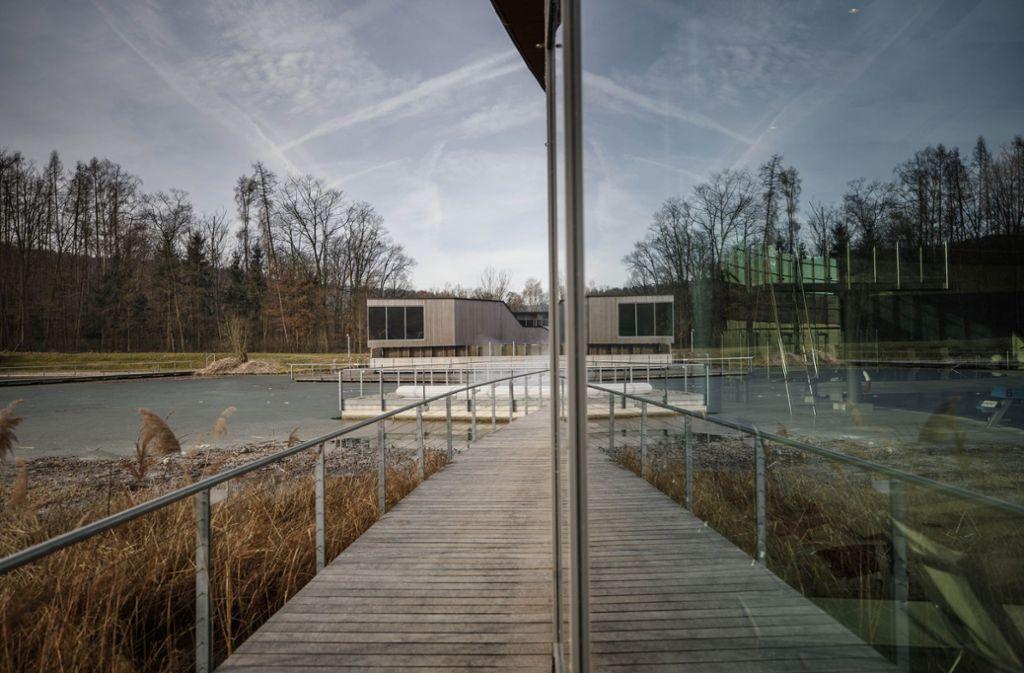 Eine erfolgreiche Kombi: Das Oskar-Frech-Bad mit seiner Saunalandschaft und dem angrenzenden Ziegeleisee. Foto: Gottfried Stoppel