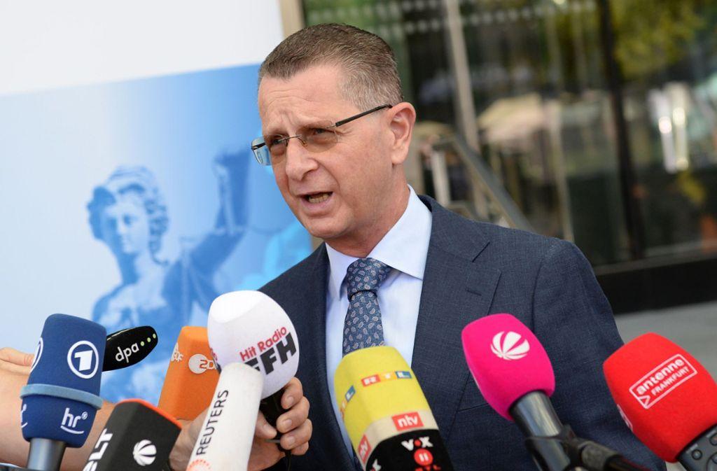 Alexander Badle, Sprecher der Generalstaatsanwaltschaft Frankfurt, beantwortet die Fragen von Journalisten zur Bluttat in Hessen. Foto: dpa