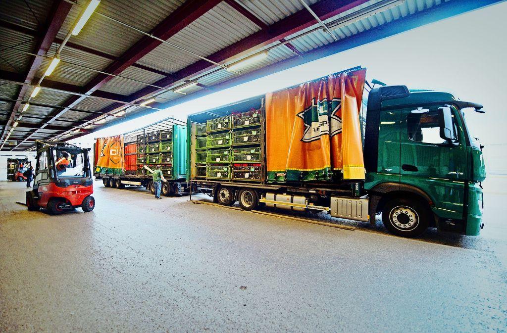 Die überlangen Lastwagen könnten  bald öfter auf den deutschen Autobahnen und ihren  Zubringerstrecken  unterwegs sein. Foto: dpa