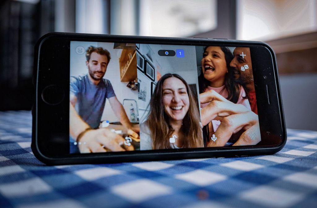 Bei Houseparty können sich bis zu acht Personen per Videoanruf zu einer digitalen Party treffen. Foto: imago images/Hans Lucas