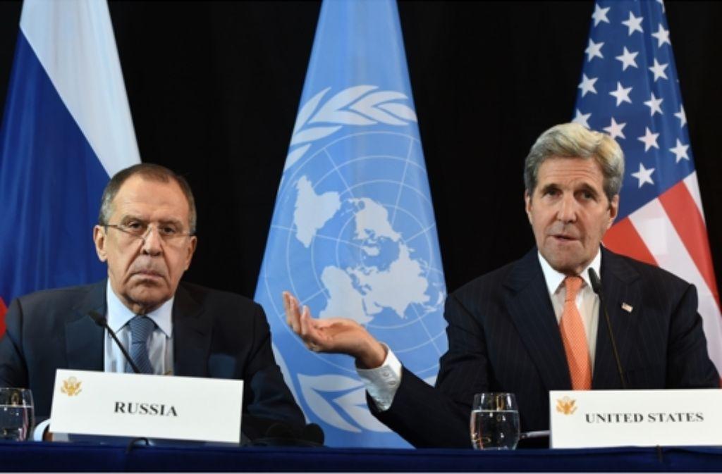 Die Außenminister Russlands und der USA, Sergej Lawrow und John Kerry, zeigen sich in München immerhin soweit einig, dass etwas getan werden muss in Syrien. Foto: AFP