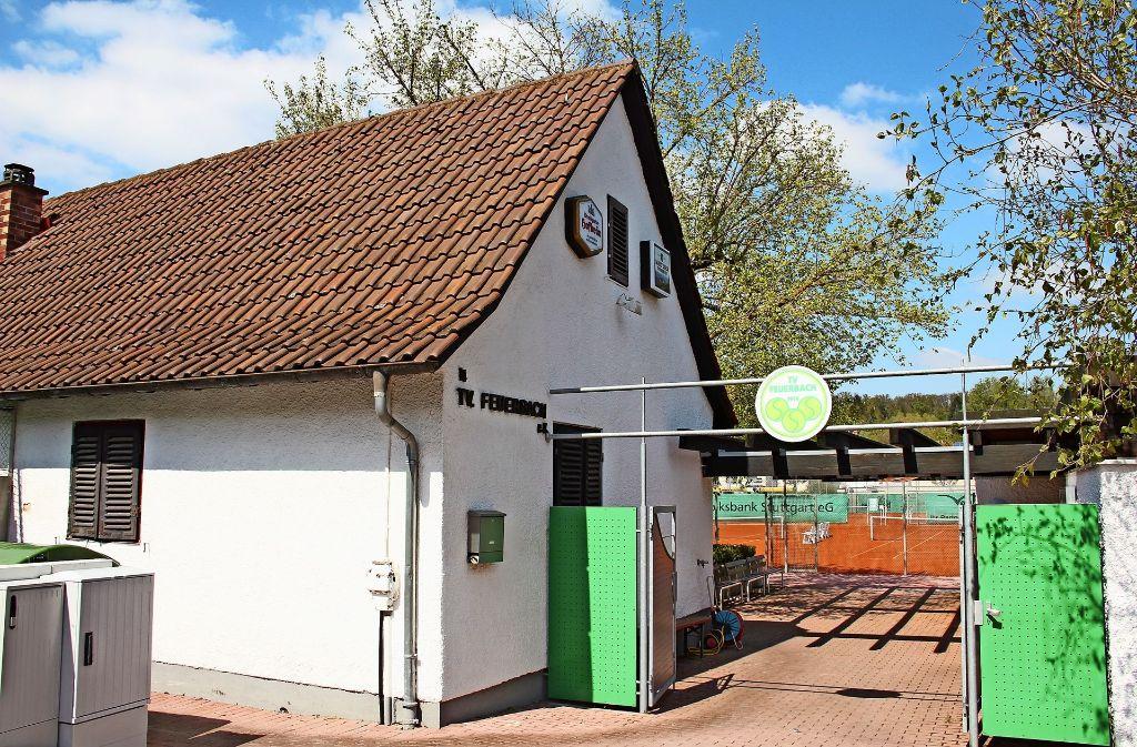 Die  Tennisplätze des TV Feuerbach sind bereits alle erneuert worden.  Nun soll auch das Vereinsheim durch eine Sanierung komplett genutzt werden können. Foto: Georg Friedel