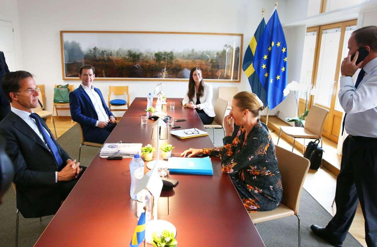 """Die """"Sparsamen"""" unter sich,  von links nach rechts: Mark Rutte (Niederlande), Sebastian Kurz (Österreich), Sanna Marin (Finnland), Mette Frederiksen (Dänemark) und Stefan Lofven (Schweden). Foto: AFP/Francois Walschaerts"""