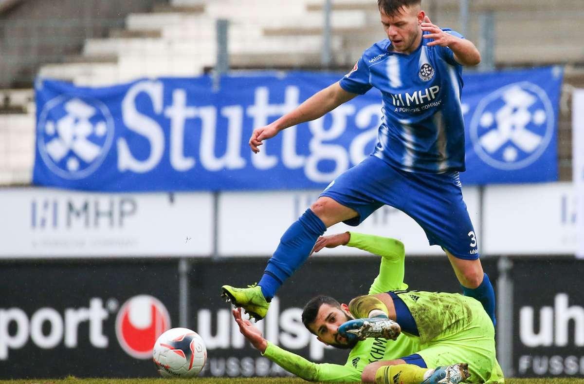 David Kammerbauer hofft über  die Stuttgarter Kickers noch den Sprung ganz nach oben zu schaffen, doch der ehemalige U-16- und U-17-Nationalspieler arbeitet  auch an einem zweiten beruflichen Standbein. Foto: Baumann