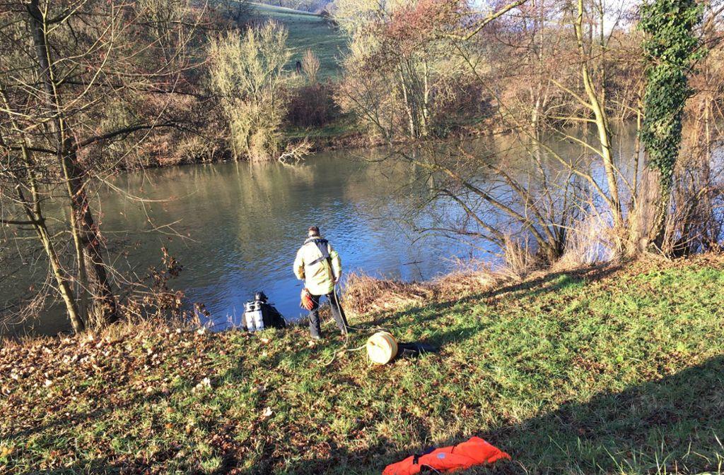 Am Flussufer in Künzelsau ist es zu einer großen Suchaktion gekommen. Foto: 7aktuell.de/Daniel Walter