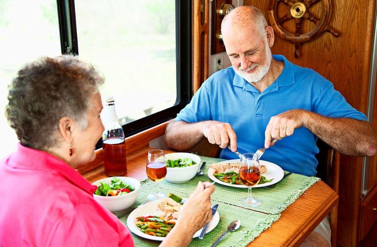 Auswärts essen, quasi ohne die eigenen vier Wände verlassen zu müssen Foto: Symbolbild mauritius images / Alamy/Lisa F. Young