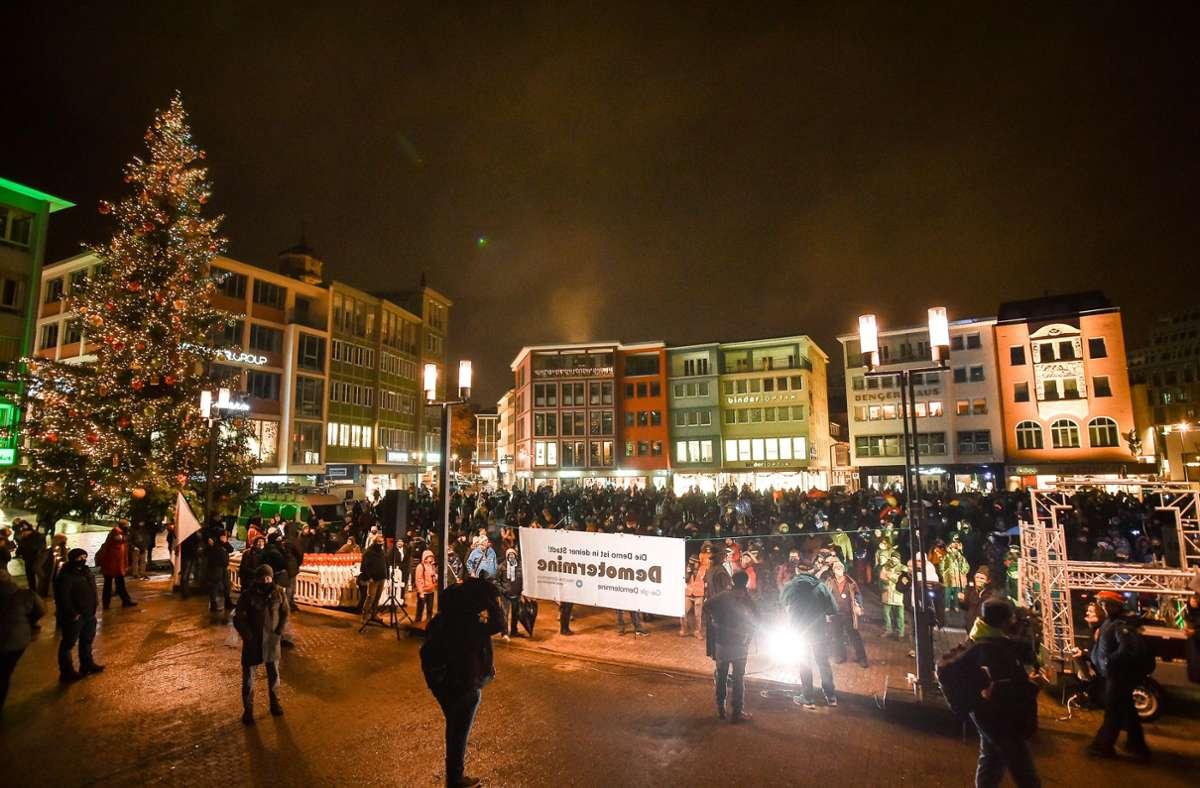 Wegen zahlreicher Verstöße löst die Stadt am Mittwoch eine Demo auf. Foto: Lichtgut/Ferdinando Iannone