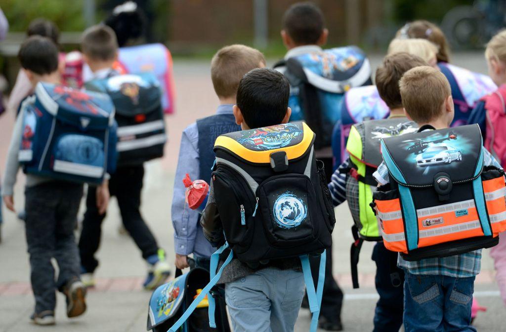 Am Montag beginnt die Schule wieder, doch mancherorts sind Lehrer noch Mangelware. Foto: dpa