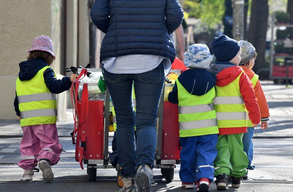 Optimaler Betreuungsschlüssel: In Baden-Württemberg kümmert sich bei den Unter-Dreijährigen eine Erzieherin um drei Kinder. Foto: dpa