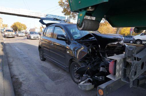 21-jährige Autofahrerin kracht in Lkw – zwei Verletzte